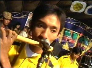 Cak Serun : seorang musisi dangdut koplo yang kesehariannya bekerja sebagai buruh tani.