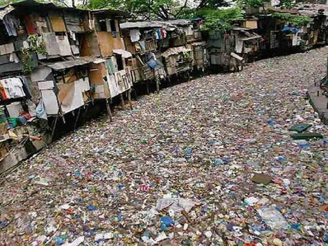 Potret sampah membanjiri sungai