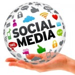 Media Sosial dalam genggaman via Maxmanroe.com