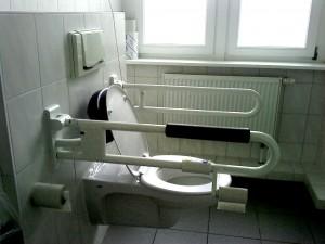 WC khusus bagi pengunjung dengan keterbatasan fisik (Okt. 2010)