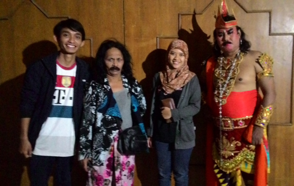 Dari kiri : Saya, Cak Cemet, Aida dan Tandak Tari Remo.