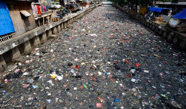 Sampah sungai di Jakarta via jakartasatu