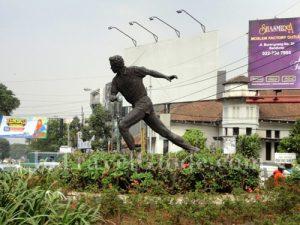 Monumen sepakbola di Bandung via Jotravelguide