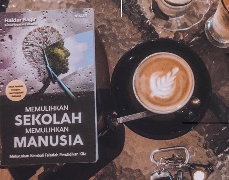 Buku Memulihkan Sekolah Memulihkan Manusia